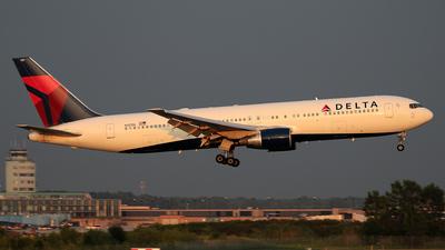 A picture of N137DL - Boeing 767332 - [25306] - © Wojtek Kmiecik