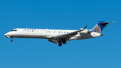 A picture of N537GJ - Mitsubishi CRJ701ER - United Airlines - © Lorenzo P