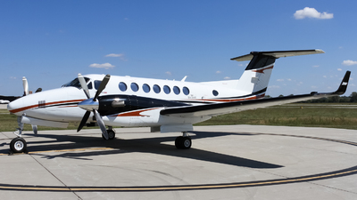 N304DE - Beechcraft B300 King Air 350i - Private