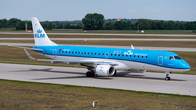 A picture of PHEXE - Embraer E190STD - KLM - © Christian Hartan