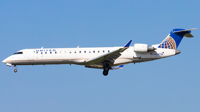 A picture of N787SK - Bombardier CRJ701ER - United Airlines - © Eric Esots