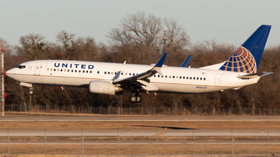 A picture of N76532 - Boeing 737824 - United Airlines - © Saul Hannibal