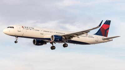 A picture of N327DN - Airbus A321211 - Delta Air Lines - © Felipe García