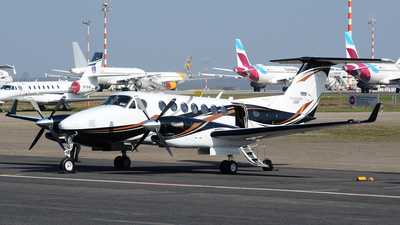 N360KA - Beechcraft B300 King Air 360 - Private