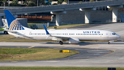 A picture of N69813 - Boeing 737924(ER) - United Airlines - © Alexandre Fazan