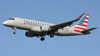 A picture of N426YX - Embraer E175LR - American Airlines - © Len Schwartz