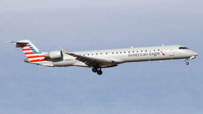 A picture of N948LR - Mitsubishi CRJ900ER - American Airlines - © Sean Asay
