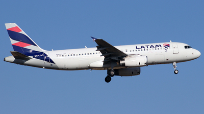 A picture of CCCOO - Airbus A320233 - LATAM Airlines - © Juan Guillermo Pacheco S.-