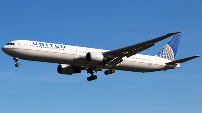 N68061 - Boeing 767-424(ER) - United Airlines