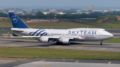 A picture of B18211 - Boeing 747409 - [33735] - © HHD0221