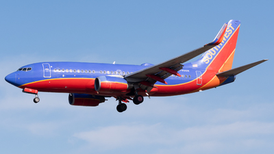 A picture of N789SW - Boeing 7377H4 - Southwest Airlines - © Andrew Wu