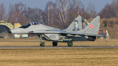 4120 - Mikoyan-Gurevich Mig-29G Fulcrum - Poland - Air Force