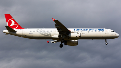 A picture of TCJRZ - Airbus A321231 - Turkish Airlines - © Thomas Ernst