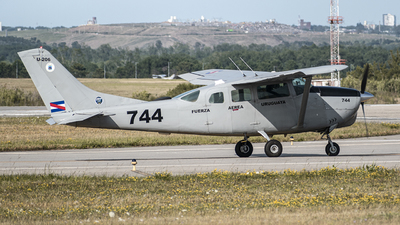 FAU744 - Cessna 206H Stationair - Uruguay - Air Force