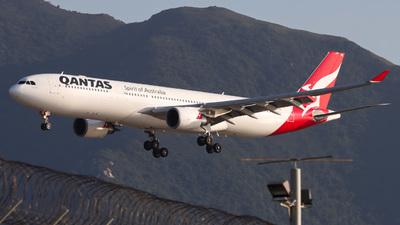A picture of VHQPB - Airbus A330303 - Qantas - © Lucas Wu