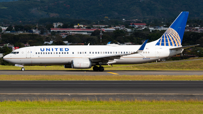 A picture of N14250 - Boeing 737824 - United Airlines - © Alfredo La Red