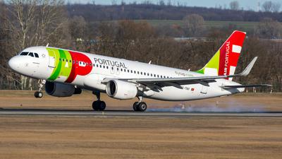 A picture of CSTNV - Airbus A320214 - TAP Air Portugal - © Debregabor
