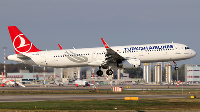 A picture of TCJTM - Airbus A321231 - Turkish Airlines - © Alberto Cucini