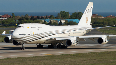V8-ALI - Boeing 747-430 - Brunei - Sultan's Flight