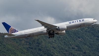 A picture of N2534U - Boeing 777322(ER) - United Airlines - © Thomas Shum - Skies of Pearl