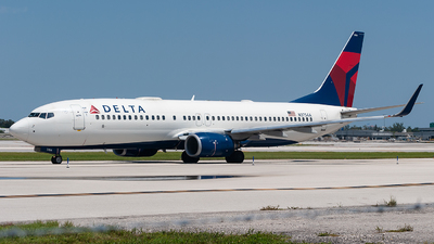 A picture of N3754A - Boeing 737832 - Delta Air Lines - © Mark Lawrence