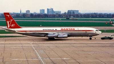 VH-EBQ - Boeing 707-338C - Qantas