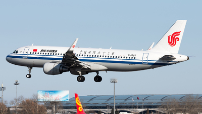A picture of B1687 - Airbus A320214 - Air China - © Lazy Clutch