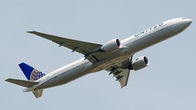 N2138U - Boeing 777-322ER - United Airlines