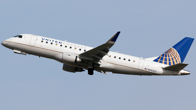 A picture of N743YX - Embraer E175LR - United Airlines - © Alec Mollenhauer