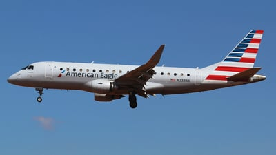 A picture of N238NN - Embraer E175LR - American Airlines - © Alejandro Aceves