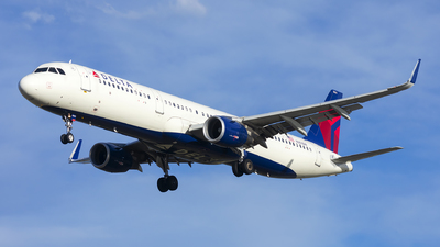 A picture of N303DN - Airbus A321211 - Delta Air Lines - © Michael Rodeback