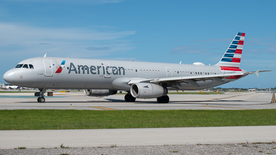 A picture of N971UY - Airbus A321231 - American Airlines - © Sean Payne