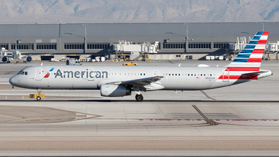 A picture of N582UW - Airbus A321231 - American Airlines - © Yixin Chen