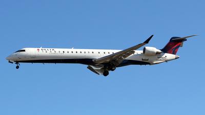 A picture of N899SK - Mitsubishi CRJ900LR - Delta Air Lines - © toyo_69pr