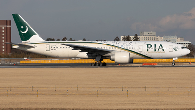 A picture of APBGL - Boeing 777240(ER) - Pakistan International Airlines - © K.Tomoaki