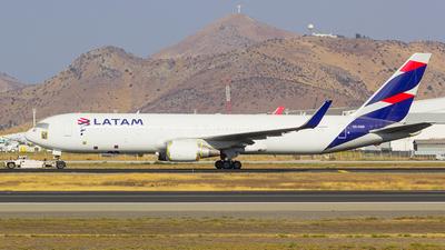 A picture of CCCXD - Boeing 767316(ER) - LATAM Airlines - © Vicente Quezada Duran