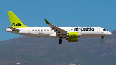 A picture of YLCSE - Airbus A220300 - Air Baltic - © Leandro Hdez