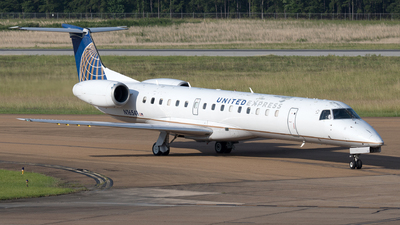 A picture of N16541 - Embraer ERJ145LR - United Airlines - © Yixin Chen