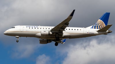A picture of N750YX - Embraer E175LR - United Airlines - © Alex Crail