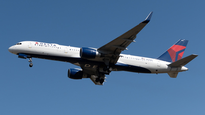 A picture of N6708D - Boeing 757232 - Delta Air Lines - © Cristian Quijano