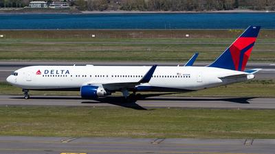 N1200K - Boeing 767-332(ER) - Delta Air Lines