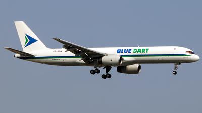 A picture of VTBDN - Boeing 75725C(PCF) - Blue Dart Aviation - © Aneesh Bapaye