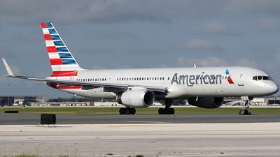 N941UW - Boeing 757-2B7 - American Airlines