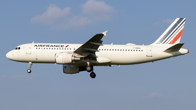 A picture of FHBNA - Airbus A320214 - Air France - © Pierre Pm