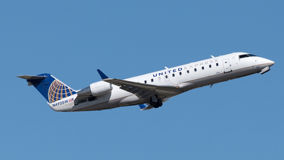 A picture of N492SW - Mitsubishi CRJ200LR - United Airlines - © Yixin Chen