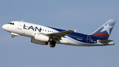 A picture of CCCPI - Airbus A319132 - LATAM Airlines - © Juan Manuel Temoche - SPJC Spotter