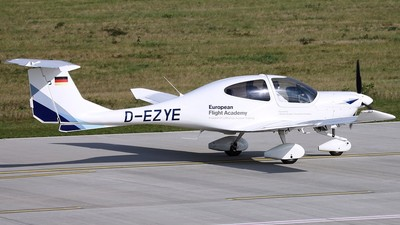 D-EZYE - Diamond DA-40 Diamond Star - European Flight Academy