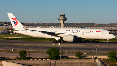 A picture of B304D - Airbus A350941 - China Eastern Airlines - © Enrique Rubira