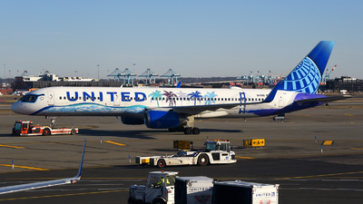 A picture of N14106 - Boeing 757224 - United Airlines - © Rocky Wang