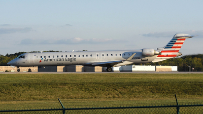 A picture of N572NN - Mitsubishi CRJ900LR - American Airlines - © DJ Reed - OPShots Photo Team
